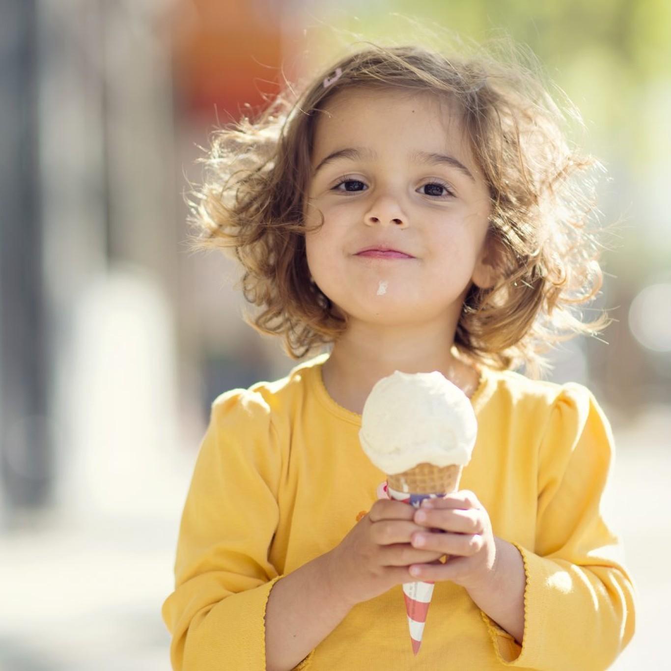 Child-eating-ice-cream